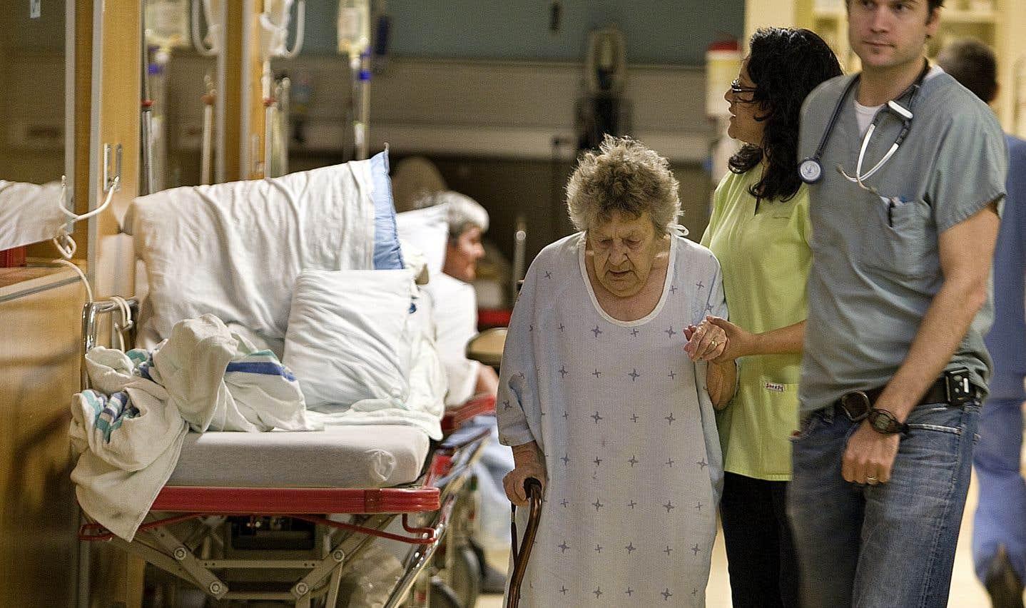 Si nous voulons venir en aide aux infirmières et aux patients, nous devons prendre le temps de nous interroger sur la façon dont nous consommons les soins de santé, estime l'auteur.