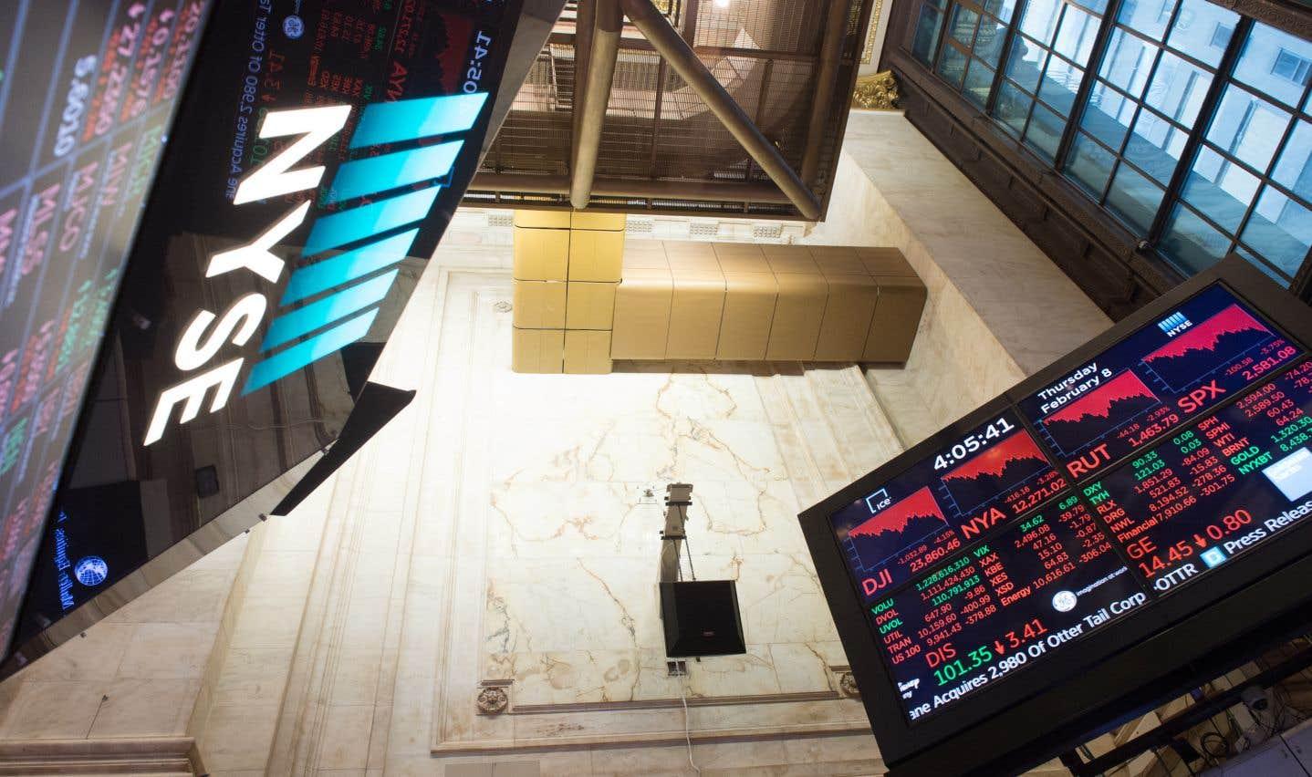 Wall Street termine en hausse après une séance en montagnes russes