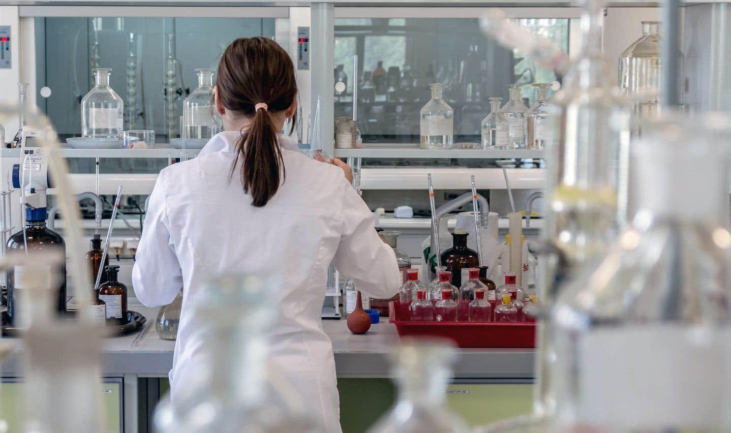 Au quotidien, les chimistes et les microbiologistes font des gestes et posent des jugements qui ont un impact sur la santé et la sécurité de la population, soulignent les auteurs.