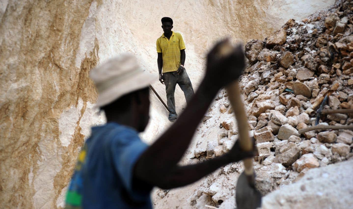 Haïti est un des pays au monde les plus vulnérables au changement climatique et les risques environnementaux qui découleraient de l'exploitation minière sont extrêmement importants, souligne l'auteur.