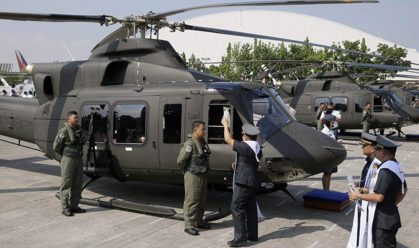 La valeur de la commande des Philippines s'élevait à environ 235 millions $US. Les hélicoptères devaient être assemblés à l'usine de Mirabel, qui emploie 900 personnes.