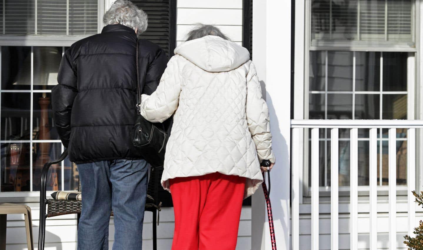 «Les personnes âgées subissent une perte de force dans les jambes, ce qui nuit à leur mobilité. De plus, cette perte de force oblige les personnes âgées à dépenser plus d'énergie pour parcourir une même distance, et ce, même pour un simple déplacement comme la marche», explique le professeur au Département d'études sportives à l'Université Bishop et chercheur à l'Institut universitaire de gériatrie de Montréal, Nicolas Berryman.