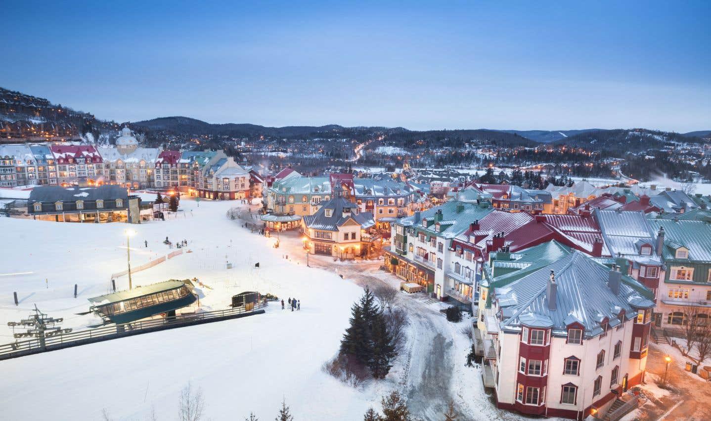 Le mont Tremblant dispose d'infrastructures susceptibles d'accueillir de grands congrès et de possibilités de loisirs plein air et sportifs.