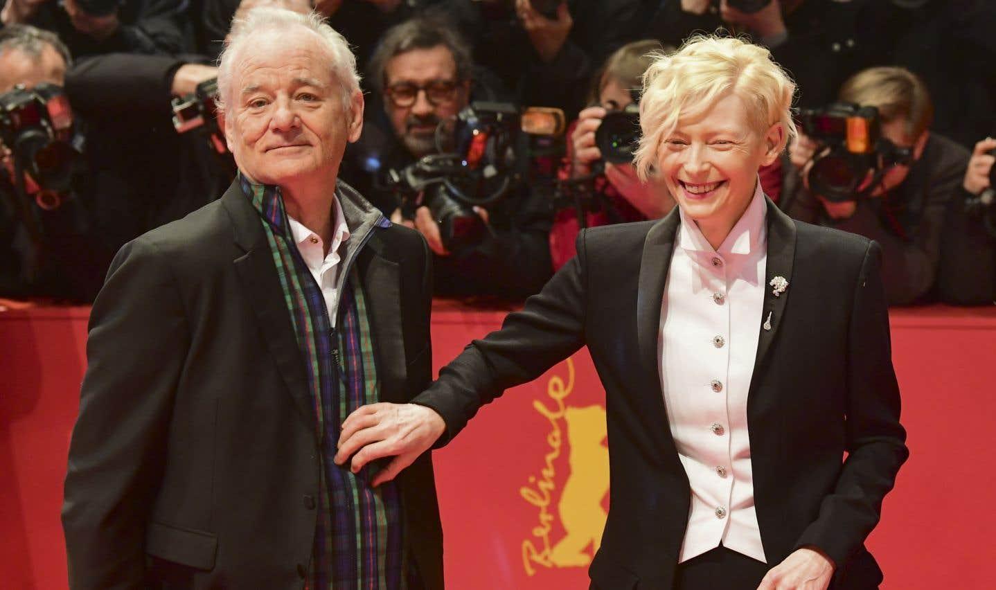Plusieurs invités du premier grand festival de cinéma en Europe de l'année ont ainsi foulé le tapis rouge vêtus de noir, dont les acteurs Bill Murray et Tilda Swinton.