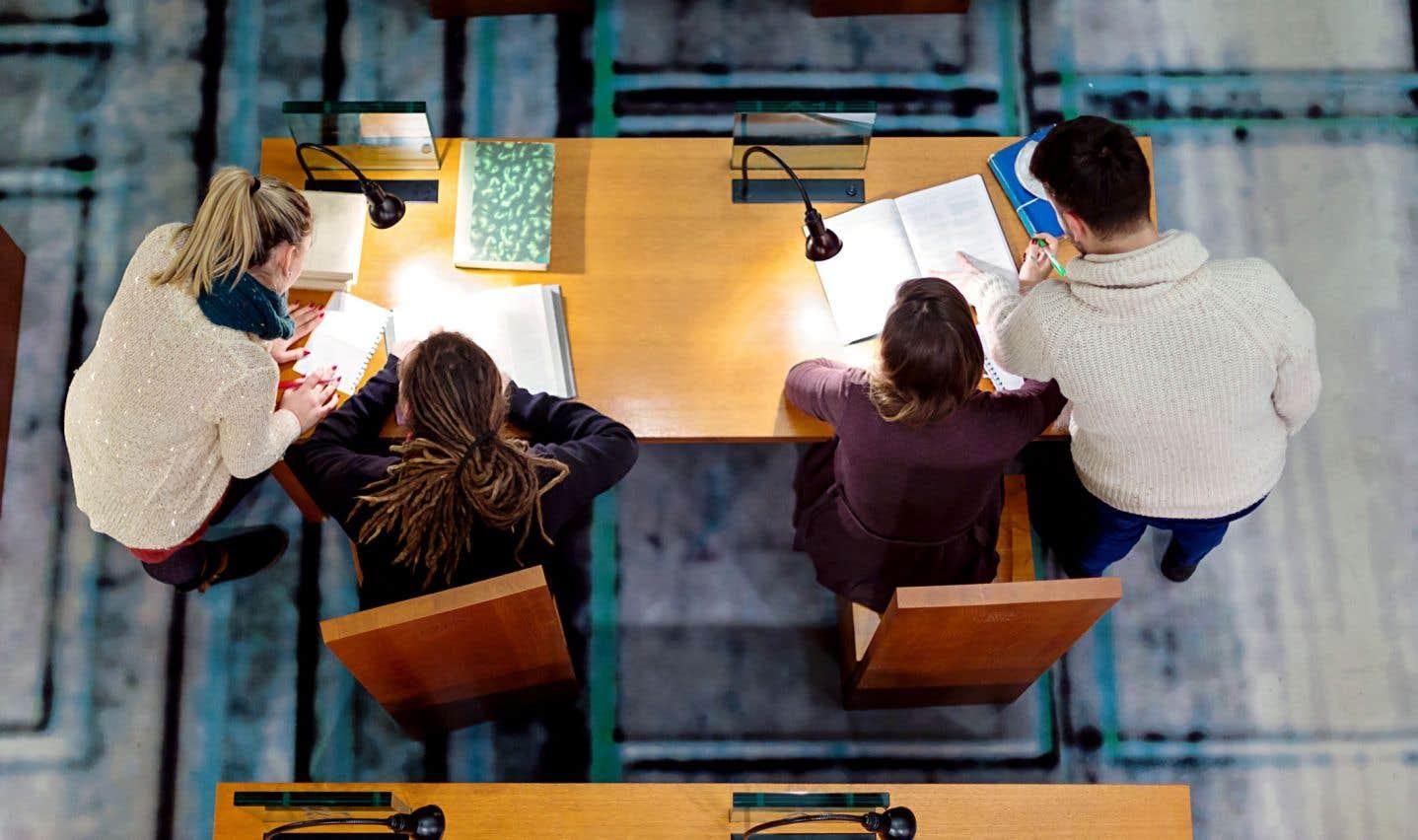 Chaque année, ce sont au moins 50000 étudiants étrangers qui découvrent le Québec grâce aux événements organisés par les membres de l'AIEQ dans les universités étrangères, souligne l'auteur.