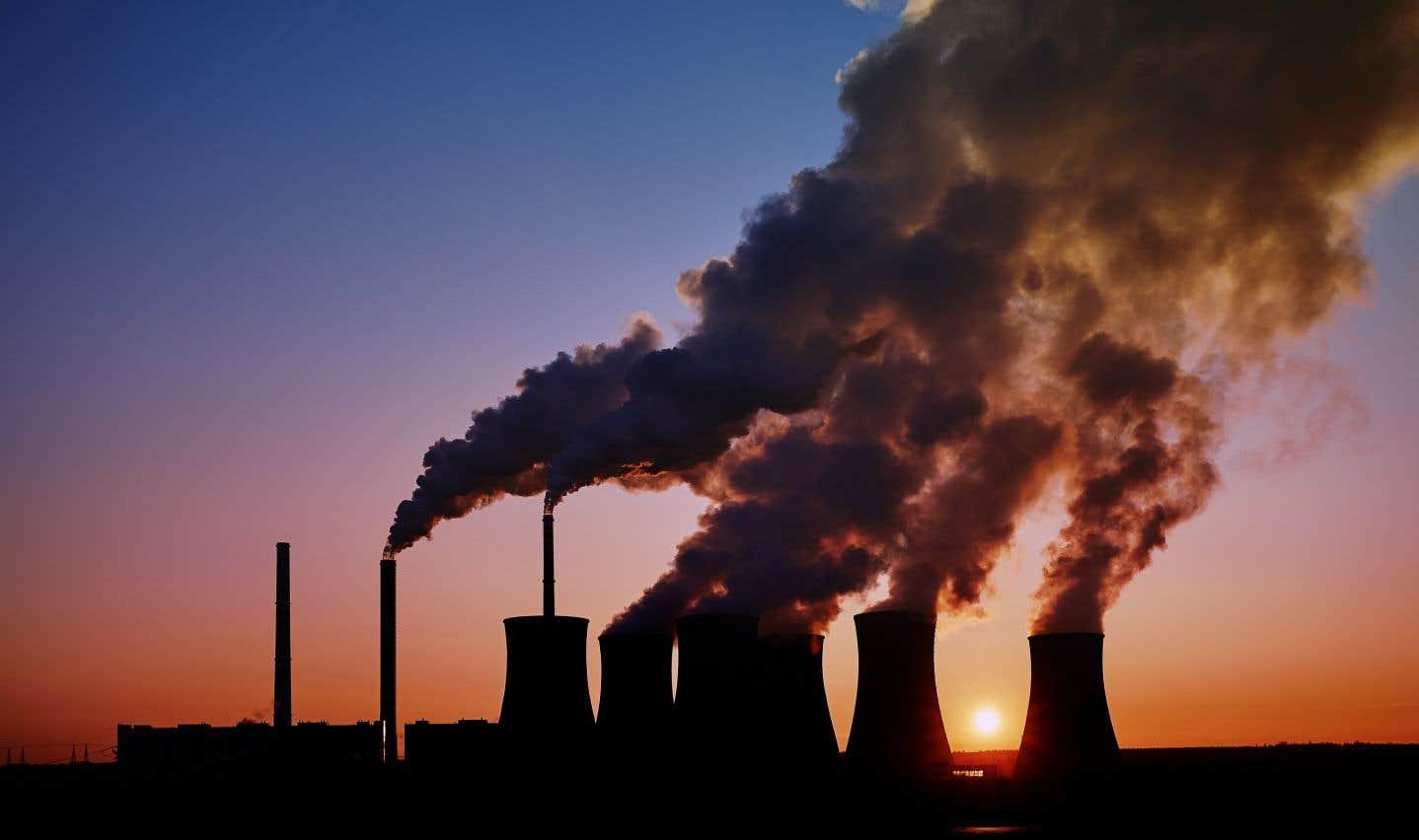 Les représentants du gouvernement fédéral évaluent les économies à environ 4,9milliards dans les 12 prochaines années en raison de la baisse de pollution atmosphérique.