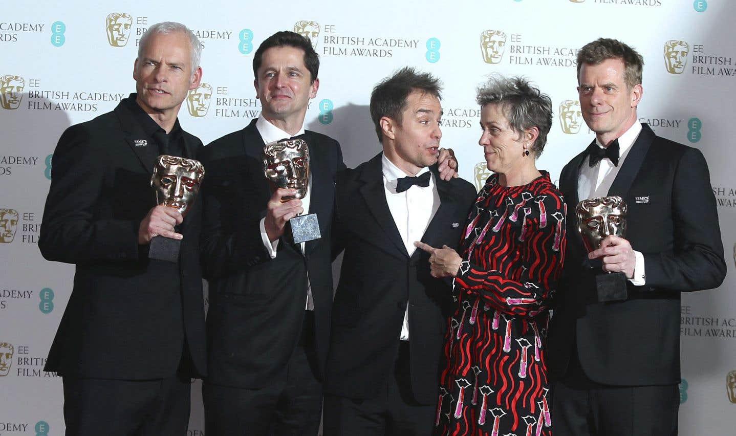 Le réalisateur Martin McDonagh, le producteur Peter Czemin, les acteurs Sam Rockwell, Frances McDormand et le producteur Graham Broadbent posent après avoir remporté leur prix.