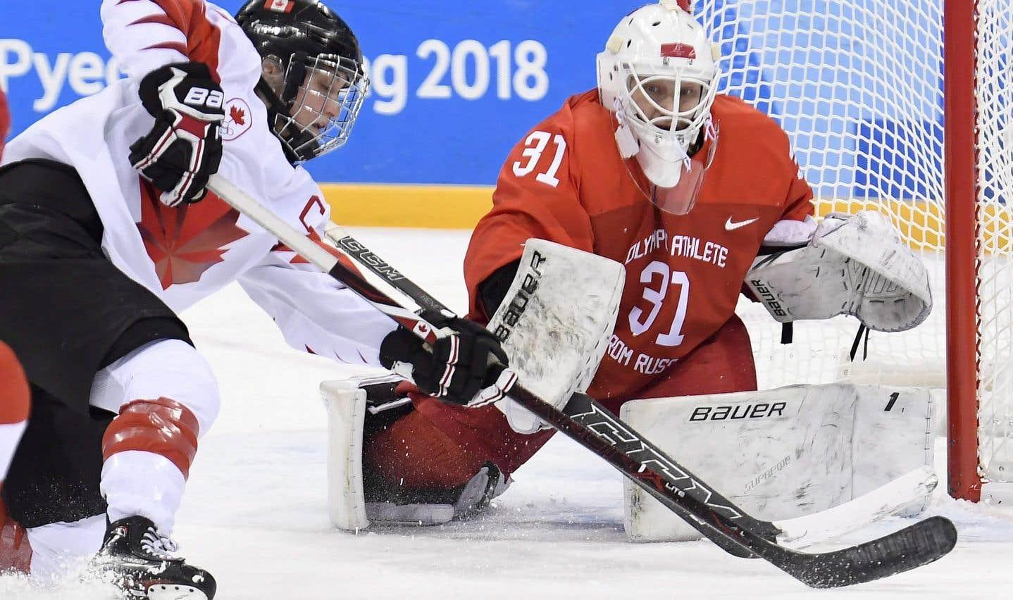 La capitaine de l'équipe canadienne, Marie-Philip Poulin, s'est butée à la gardienne Nadezhda Aleksandrova lundi en troisième période de la demi-finale contre les athlètes olympiques de Russie. La Québécoise avait marqué en deuxième période pour donner une avance de 2-0 au Canada.