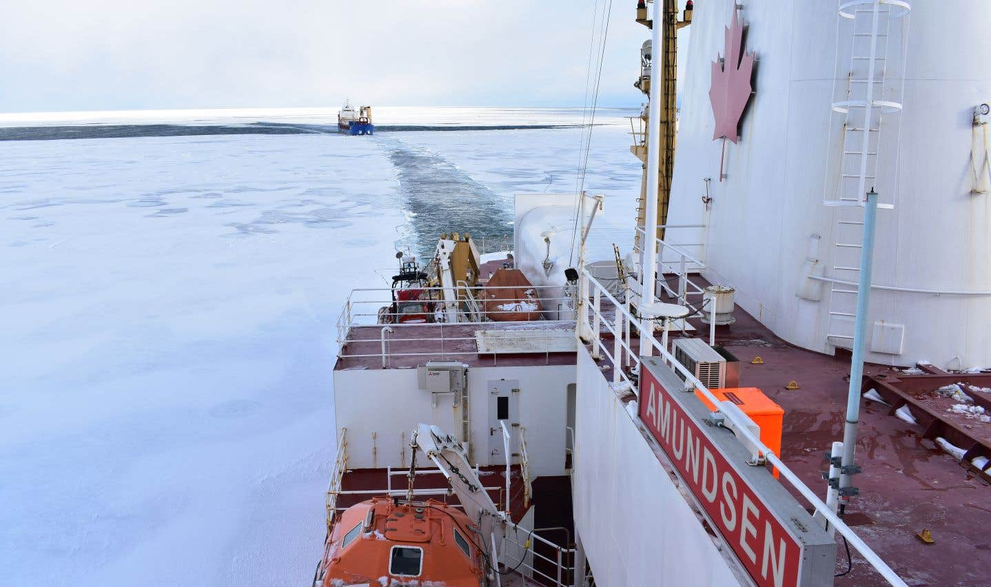 En plus de la mission scientifique, l'«Amundsen» doit poursuivre l'escorte de navires.