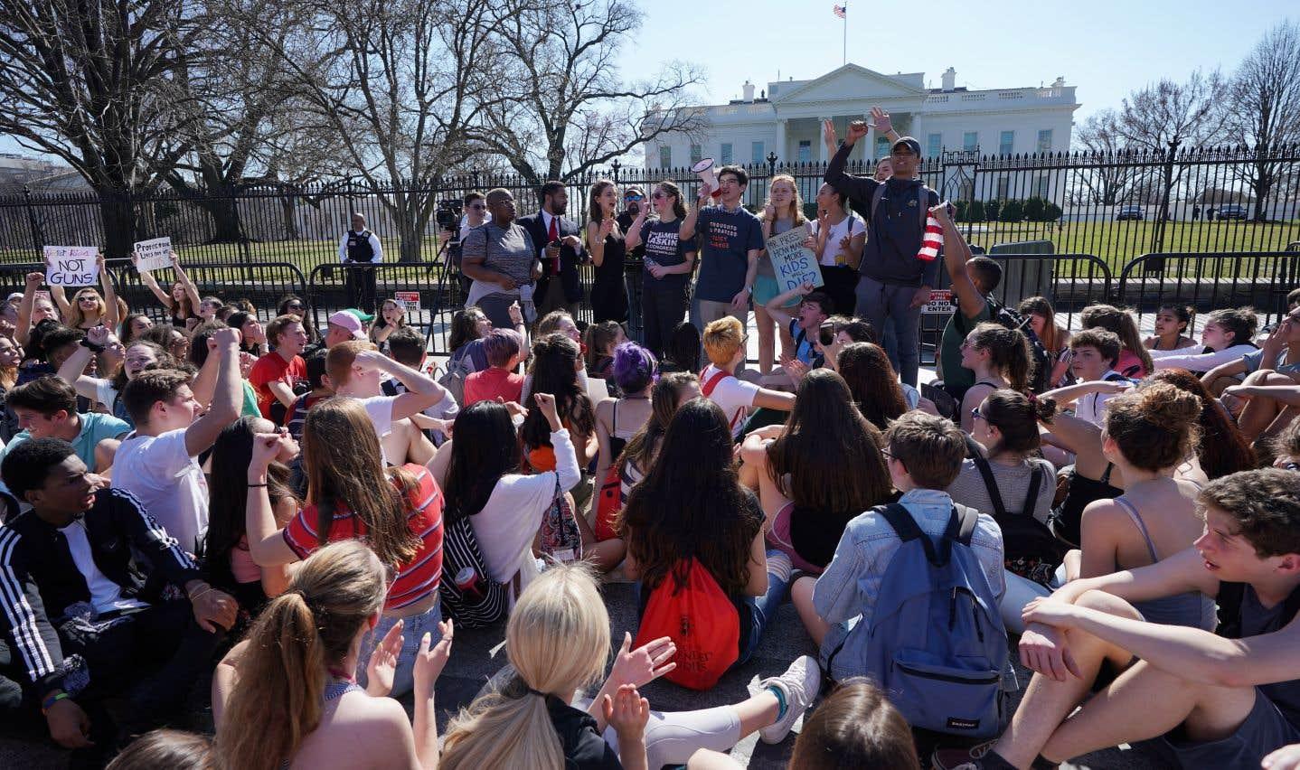 Les élèves prévoient un grand rassemblement le 24 mars à Washington, la capitale fédérale, où une manifestation spontanée s'est tenue mercredi en fin de matinée.
