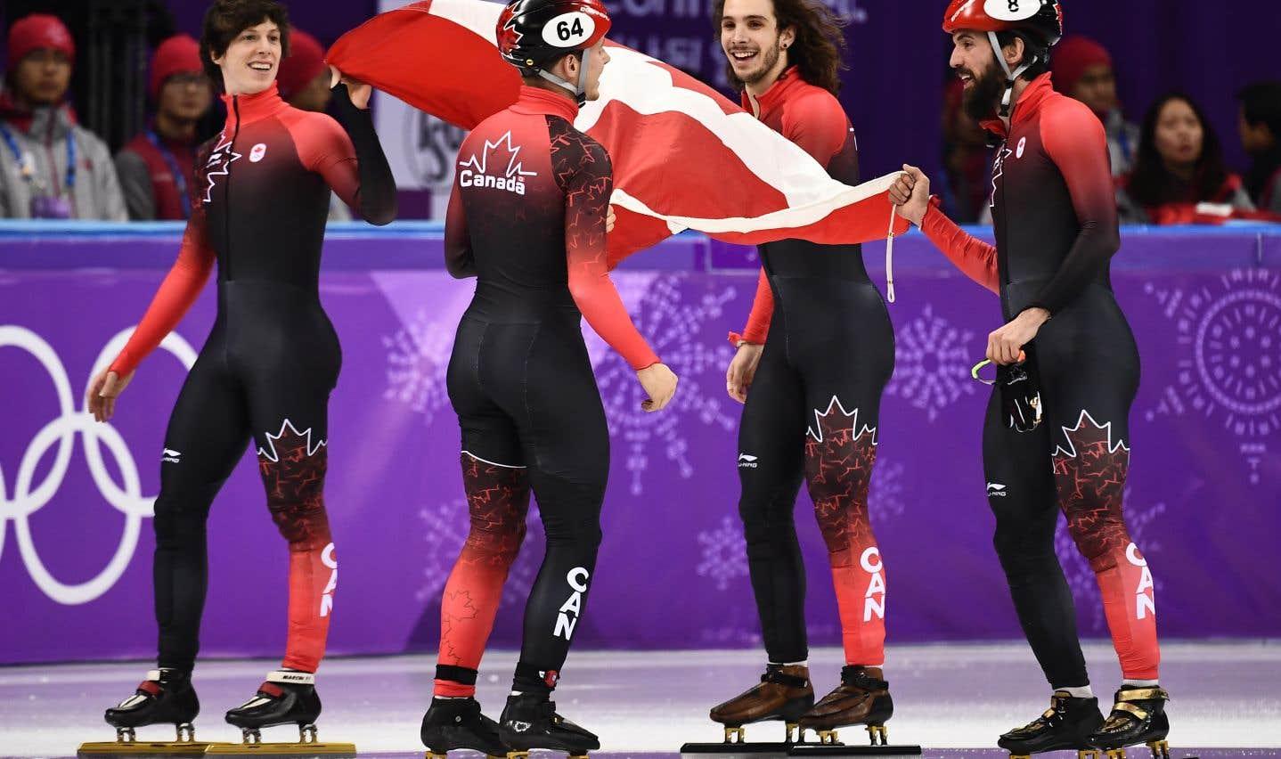 L'équipe canadienne de patinage courte piste, après la finale masculine du relais 5000m, jeudi