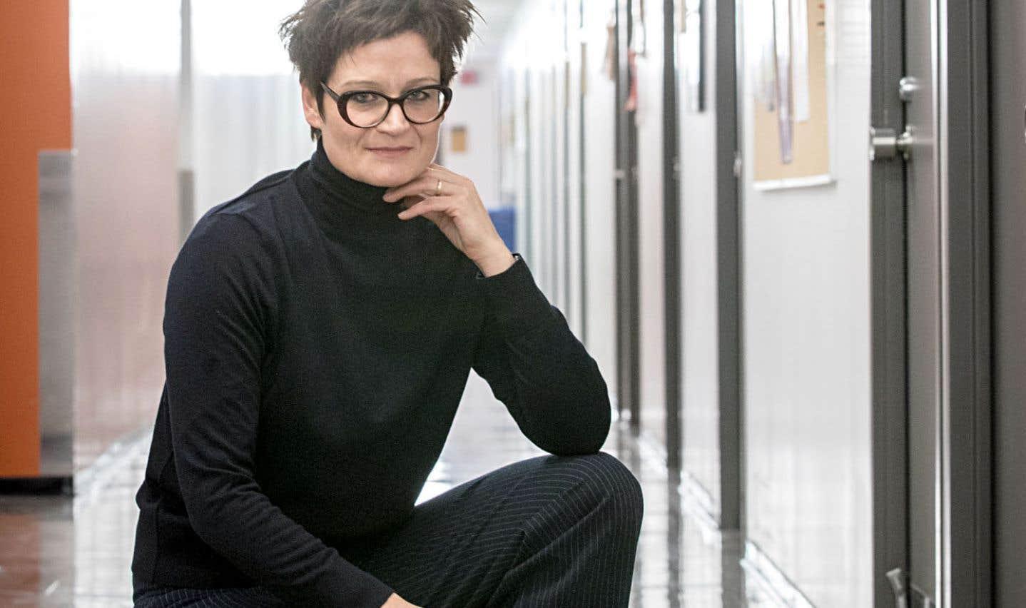 Pour la créatrice Angela Konrad, le théâtre fait le pont entre la philosophie et le politique.