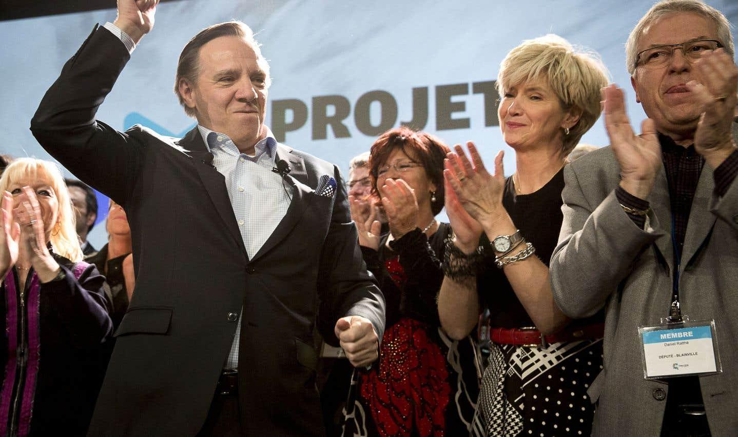 François Legault en compagnie de militants et de son épouse, Isabelle Brais, lors du premier conseil général de la CAQ, en mars 2013