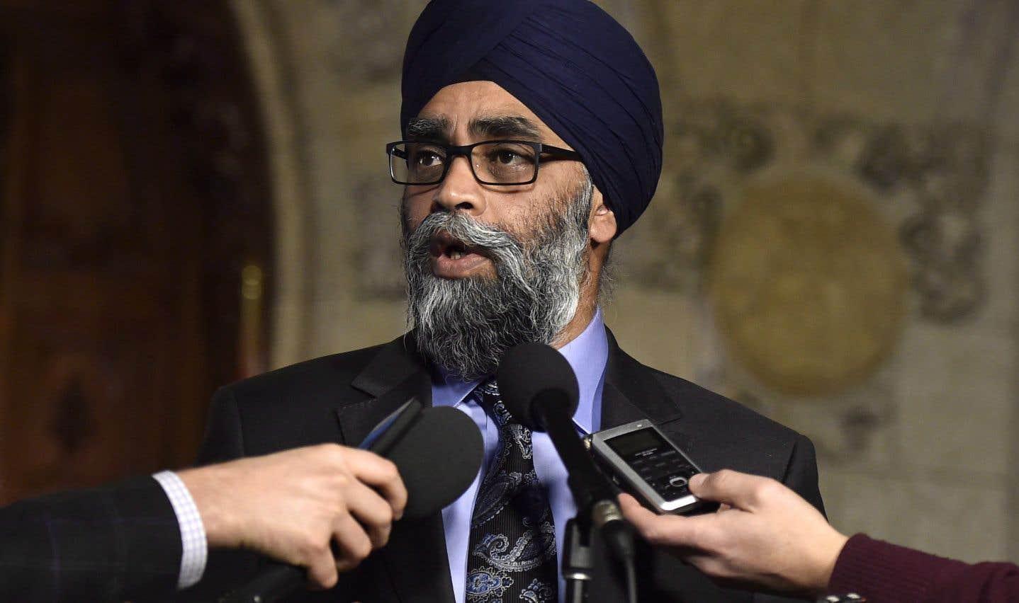 L'armée veut régler des actions collectives à l'amiable, dit le ministre Sajjan