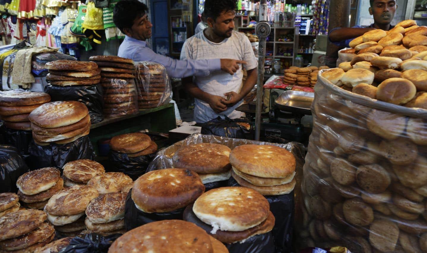 Un étal de pain en ce premier jour du ramadan, en Inde.