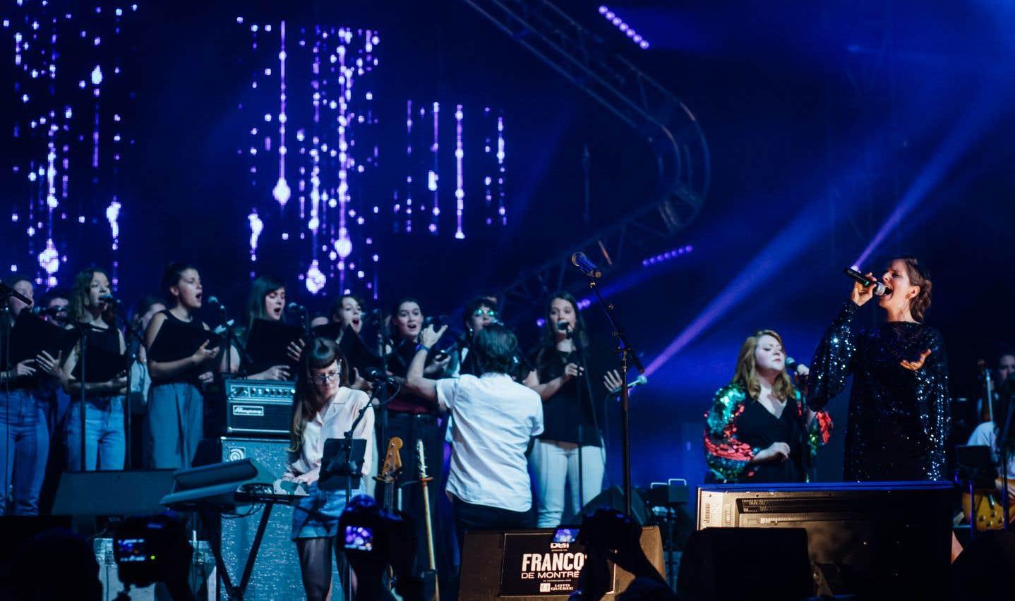 Klô Pelgag a interprété«L'île aux mimosas», composée par Barbara, lors duspectacle «La musique de Stone - Hommage à Plamondon».
