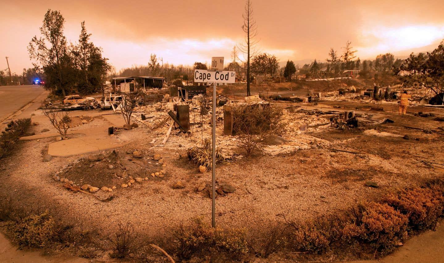 L'incendie a également détruit 500 bâtiments et en a endommagé 75 autres.
