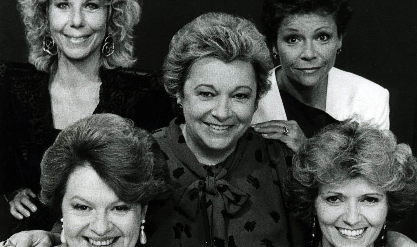 En compagnie de ses «dames de coeurs», Michelle Rossignol, Luce Guilbeault, Andrée Boucher et Louise Rémy, en décembre 1986.