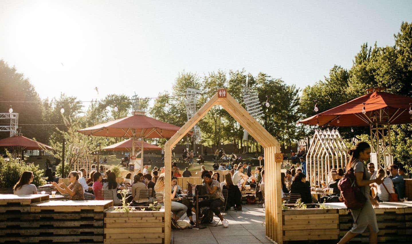 La place Émilie-Gamelin est devenue la terrasse la plus verdoyante de Montréal.