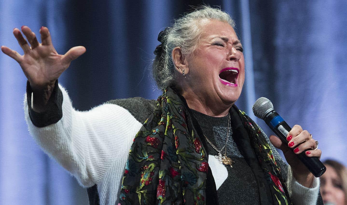 La chanteuse Ginette Reno a offert une prestation lors de la cérémonie qui a rassemblé une centaine de personnes.