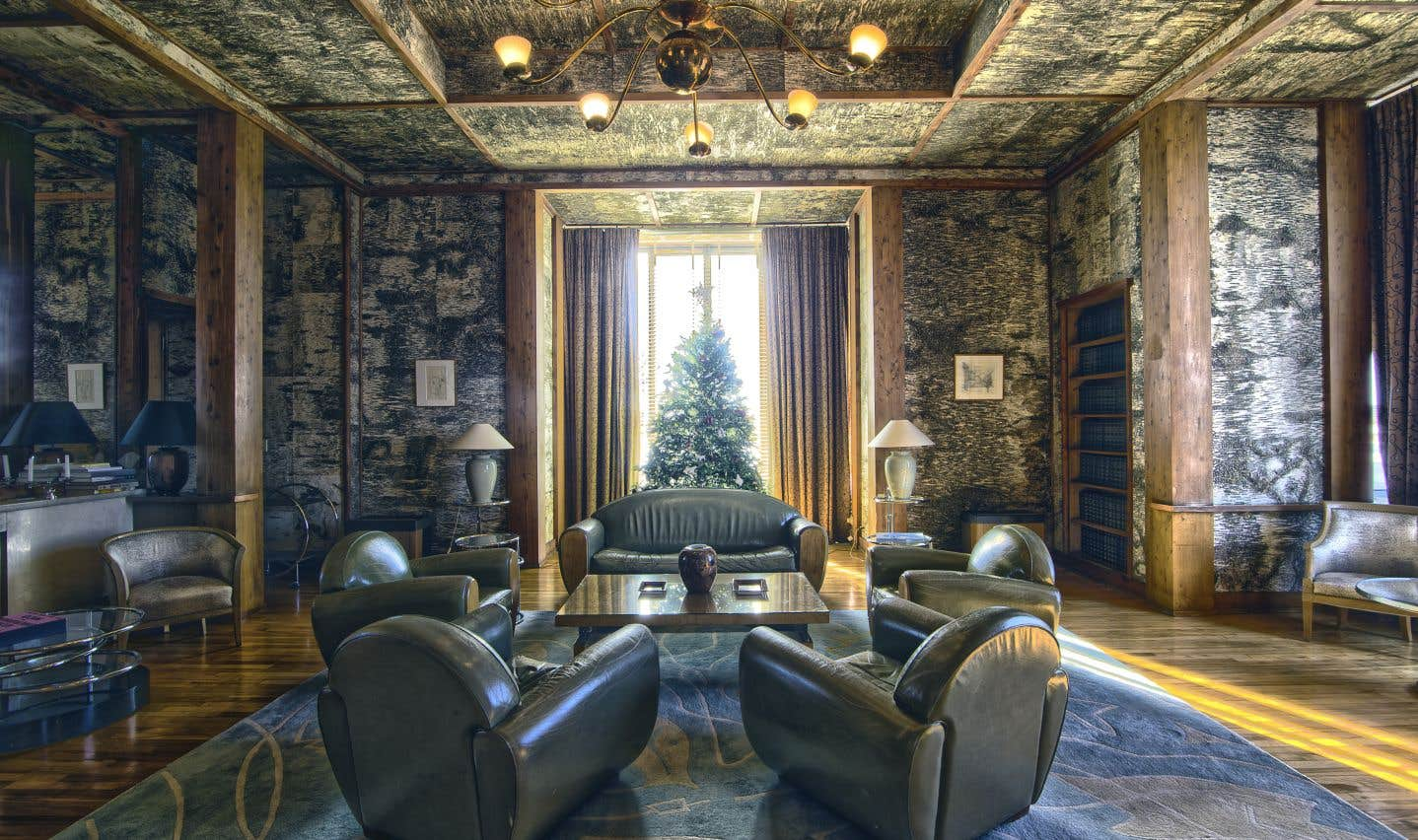 Le salon Bouleau devait au départ être recouvert de différentes essences de bois canadien, mais l'architecte Eugène Beaudouin a tellement aimé l'effet du bouleau qu'il imposa celle-là entre tous les travers de cèdre rouge.
