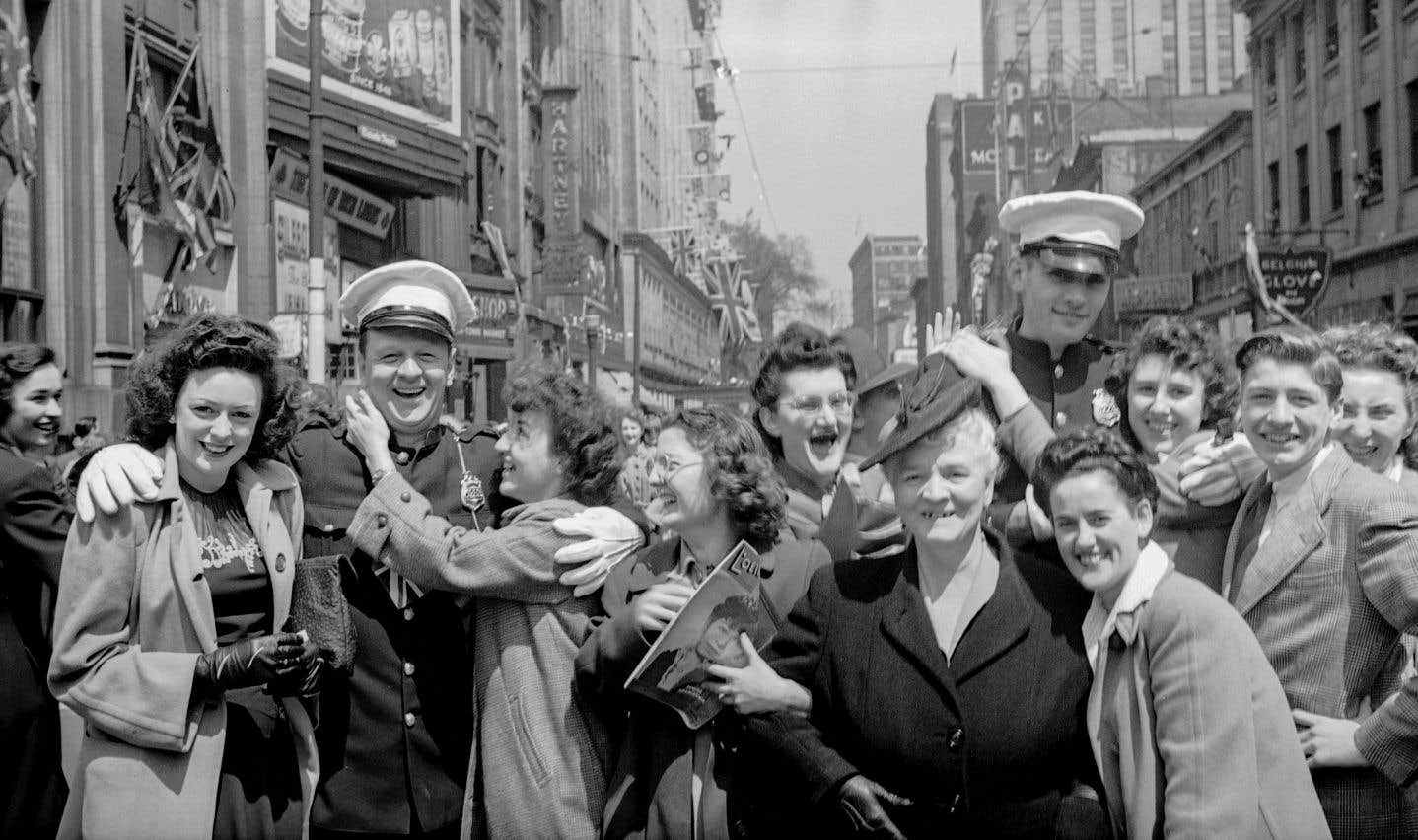 Jour de victoire dans la rue Sainte-Catherine, le 7 mai 1945