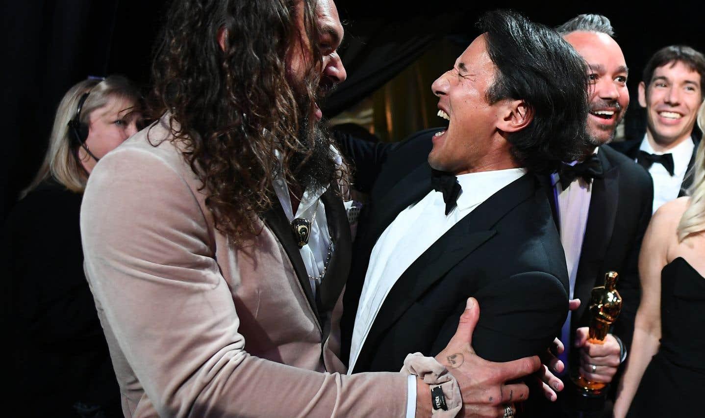 L'équipe de «Free Solo» est repartie avecl'Oscar du meilleur long métrage documentaire. Sur la photo, l'acteurJason Momoa etJimmy Chin célèbrent la victoire dans les coulisses de la cérémonie.