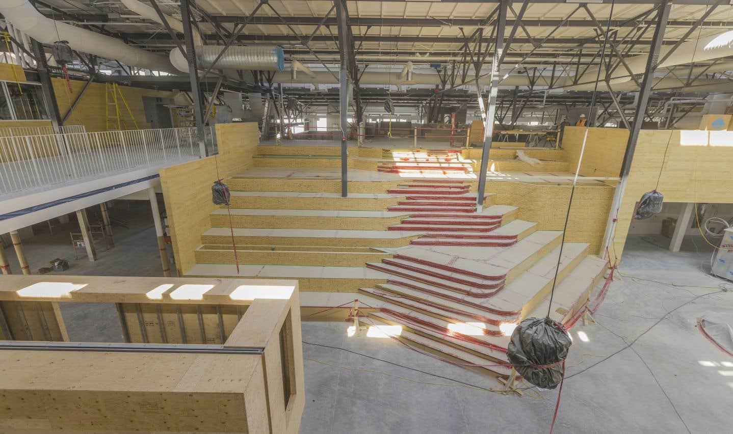 Le marché est constitué d'une grande allée centrale et d'une série de chemins perpendiculaires. On a érigé au centre un grand escalier central sur lequel seront plantés des végétaux. Un total de 32 commerces permanents doivent s'installer sur le site auxquels s'ajouteront 80 étals en haute saison.