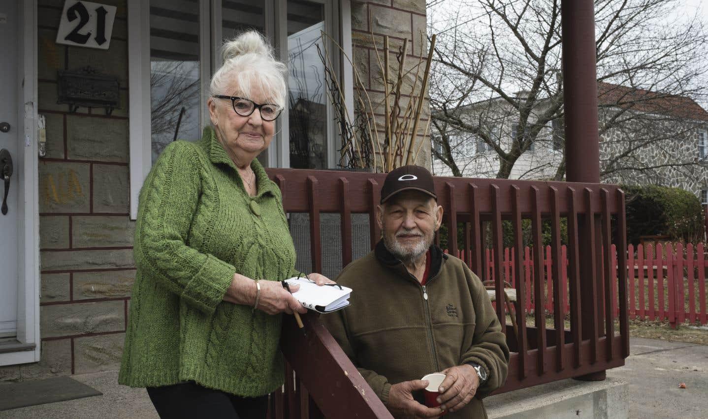 Louise Klimko avait du mal à contenir son émotion en regardant les «jeunes» travailler. «Eux autres, ils l'ont vraiment, la richesse du cœur», mentionne-t-elle aux côtés de son conjoint, Roger Trudel, 82 ans.