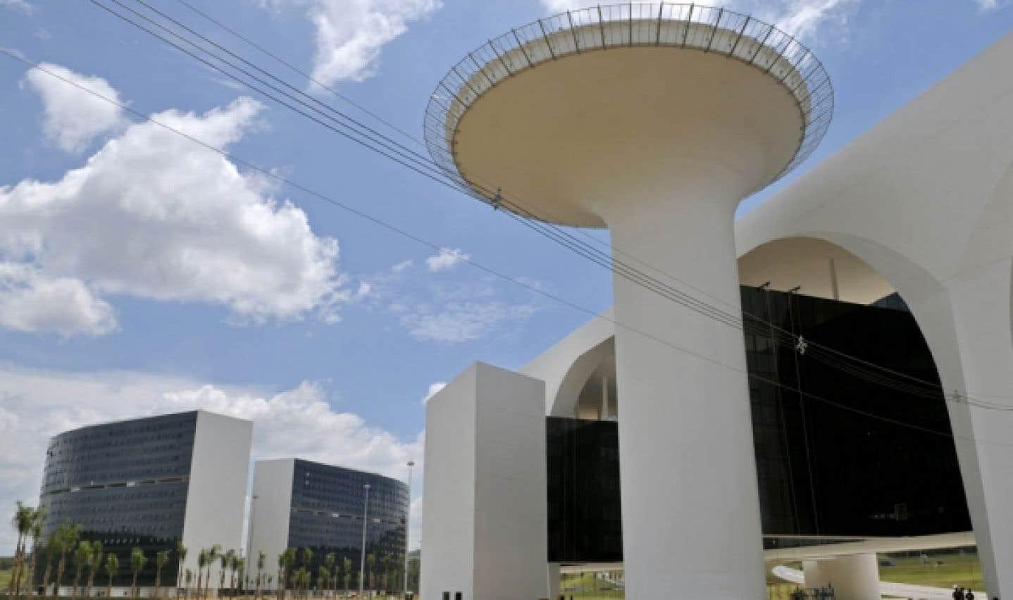 Belo Horizonte, au Brésil: complexe administratif conçu par le grand architecte brésilien Oscar Niemeyer