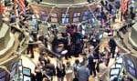 La crise économique de 2008 a entraîné une importante chute des cours au New York Stock Exchange et à d'autres Bourses du monde entier.