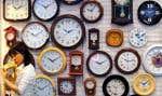 Le temps adopté par la plupart des pays est le «temps universel coordonné», qui est le temps délivré par les horloges atomiques auquel on ajoute périodiquement une seconde, dite intercalaire, afin qu'il demeure synchrone avec le temps solaire.