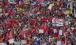 Selon les organisateurs de la manifestation étudiantes, ils étaient 200 000 dans les rues de Montréal pour dénoncer la hausse des droits de scolarité.
