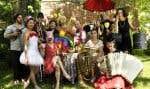 Des musiciens de la fanfare et leurs comparses du Cabaret sous les arbres