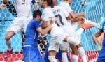 Le défenseur uruguayen Diego Godin (3) a redirigé un corner pour le seul but du match qualifiant son équipe pour les huitièmes de finale et éliminant l'Italie.
