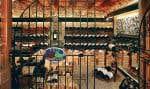 La grande cave du Bistro a pu contenir jusqu'à 30 000 bouteilles, avec entre autres des La Tâche, Richebourg, Romanée-Conti, Petrus, Barollo ou Yquem.
