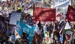 La marche a commencé à 12 h 30 au pied du mont Royal et les marcheurs se dirigent vers les bureaux du premier ministre Philippe Couillard, au centre-ville.
