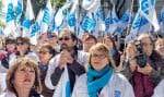 Au début du mois d'octobre, quelques centaines d'infirmières ont attendu les députés pour leur manifester leur mécontentement par rapport aux compressions prévues.