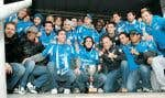 L'équipe de l'Impact de Montréal avec son précieux trophée