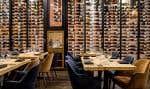 Le décor est époustouflant et le restaurant M.Mmeest rapidement devenu l'une des adresses les plus courues à Montréal.