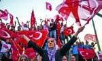 La plus grande manifestation depuis des années en Turquie a réuni dans une mer de drapeaux nationaux rouges des centaines de milliers de Turcs.