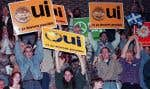 La foule acclame Lucien Bouchard lors d'un discours le 24 octobre 1995, quelques jours avant le référendum.