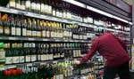 Pour l'instant, seuls les vins en approvisionnement continu — qui représentent environ 80 % des volumes de vente de la SAQ — sont concernés par cette mesure.