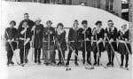 L'équipe de hockey du Royal Victoria College, campus McGill, en 1923