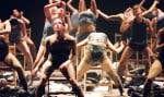 D'un extrait de spectacle à un autre, au gré des anecdotes, des témoignages et des images de répétition, on constate l'évolution de l'esthétique et de la technique de l'artiste.