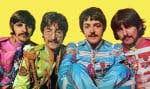 Ringo Starr, John Lennon, Paul McCartney et George Harrison portant l'uniforme (devenu légendaire) associé à l'album «Sgt. Pepper's Lonely Hearts Club Band»
