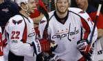 John Carlson (droite) des Capitals de Washington célèbre un but avec Kevin Shattenkirk (gauche).