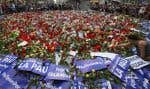 Samedi, plus de 100000 personnes ont marché à Barcelone contre la violence djihadiste, en présence du roi d'Espagne, sous le slogan «je n'ai pas peur».