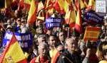Des Espagnols se sont rassemblés à Madrid pour manifester en faveur de l'«unité nationale», samedi. Certains portaient des pancartes affichant «Puigdemont en prison».