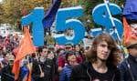 Manifestation à Montréal, en octobre dernier, pour une hausse du salaire minimum à 15$ l'heure. Selon les indicateurs économiques au Québec, le contexte actuel serait favorable à une initiative audacieuse, souligne l'auteur.